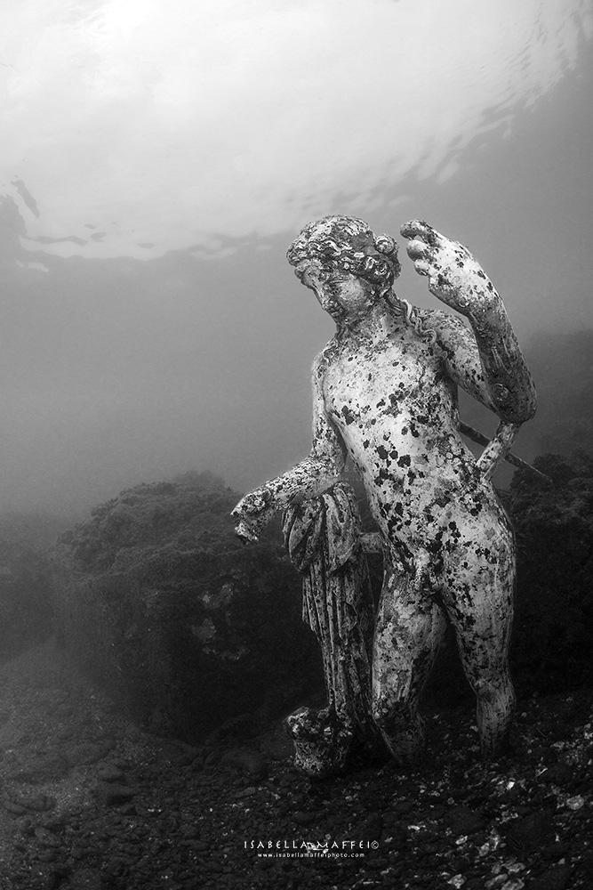 Baia-Dioniso-god-statue